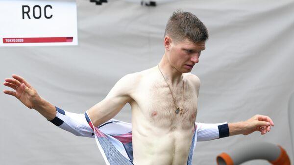 Российский спортсмен, член сборной России (команда ОКР) Александр Власов перед началом групповой шоссейной велогонки среди мужчин на XXXII Олимпийских играх в Токио.