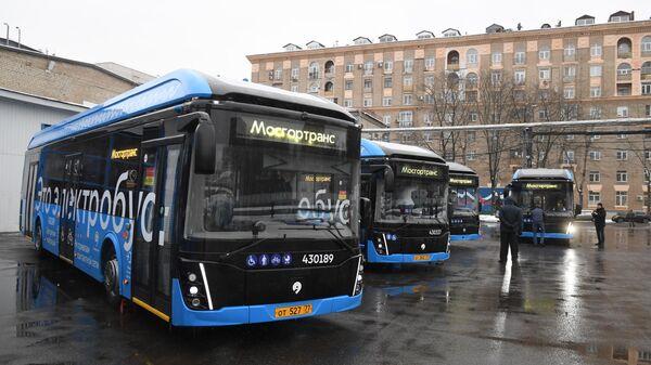 Электробусы в автопарке в Москве