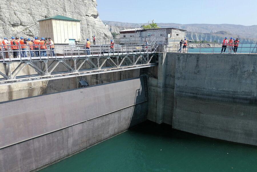 Затвор водосброса Чиркейской ГЭС