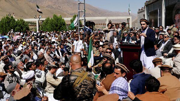 Лидер сопротивления Ахмад Масуд выступает перед своими сторонниками в провинции Панджшер, Афганистан