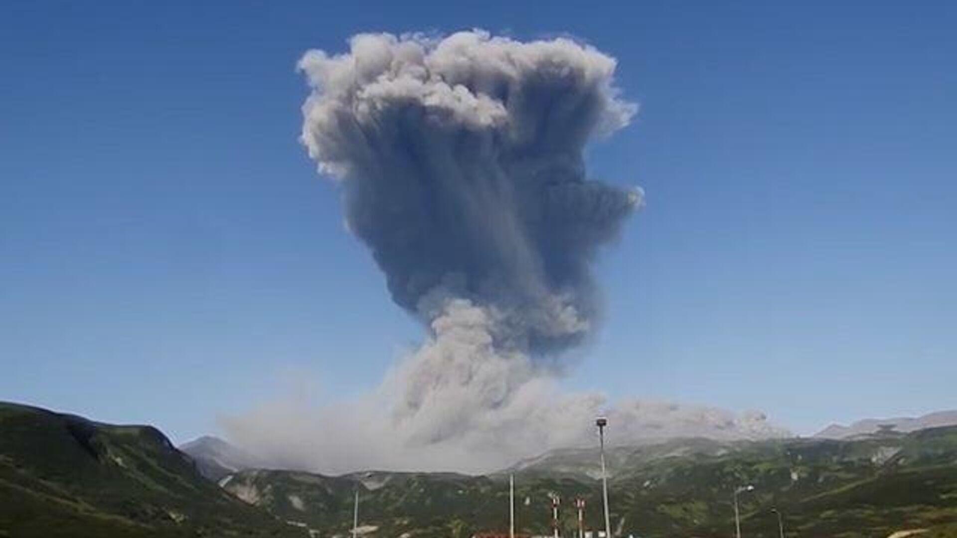 Активность вулкана Шивелуч на Камчатке выросла