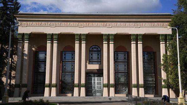 Павильон №5 Физика (до 1964 года Латвийская ССР) на ВДНХ в Москве