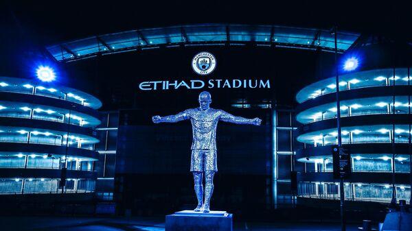 Статуя экс-игрока Манчестер Сити Венсана Компани у стадиона Этихад