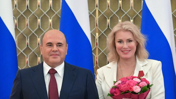 Мишустин вручил награды Добрынину, Стоянову и Шукшиной