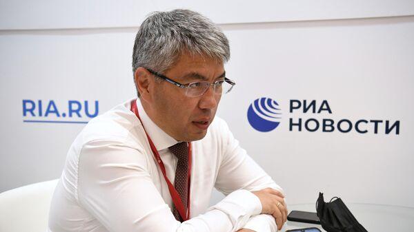 Главa Республики Бурятия Алексей Цыденов во время интервью на стенде МИА Россия сегодня на VI Восточном экономическом форуме