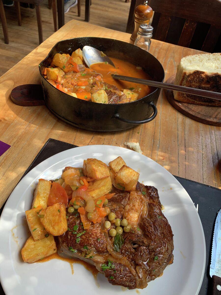 Национальное блюдо Аргентины - густой суп локро