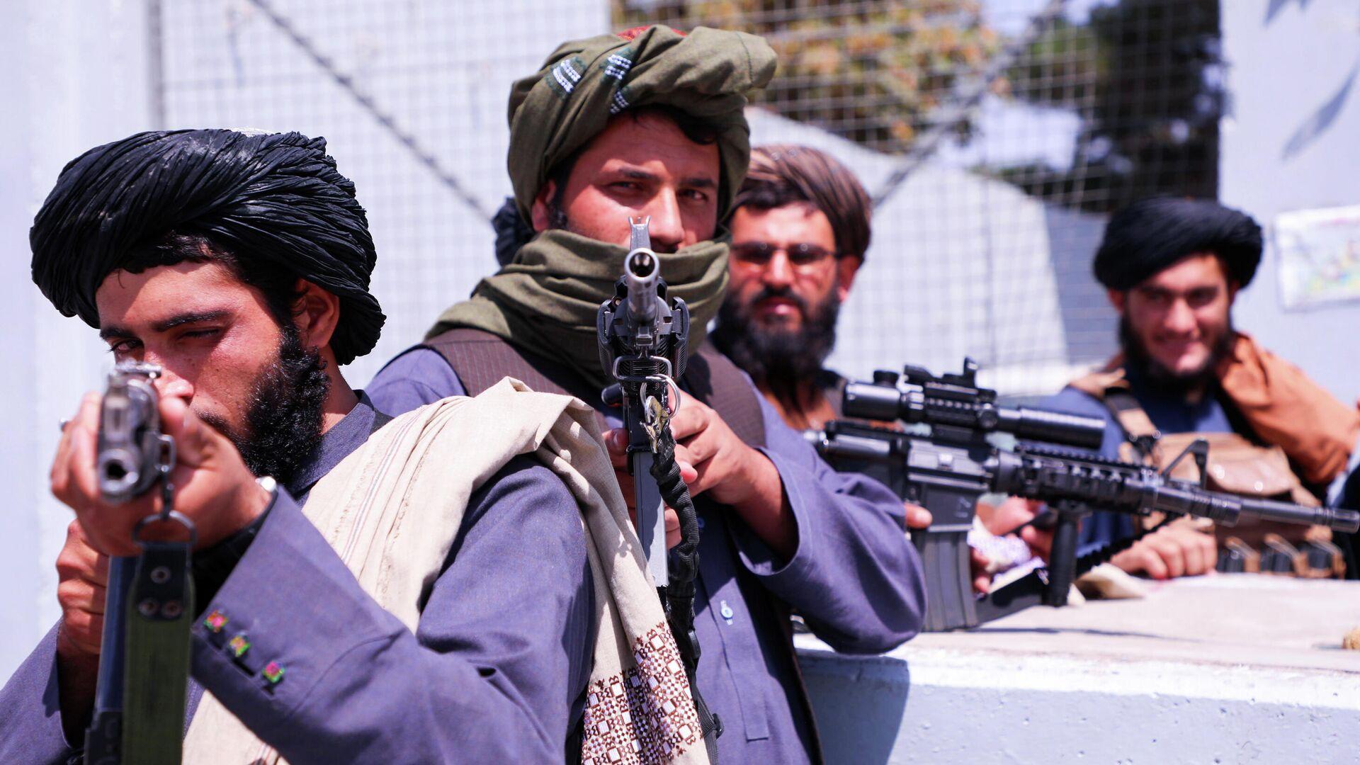 Боевики Талибана* возле аэропорта Кабула - РИА Новости, 1920, 24.09.2021