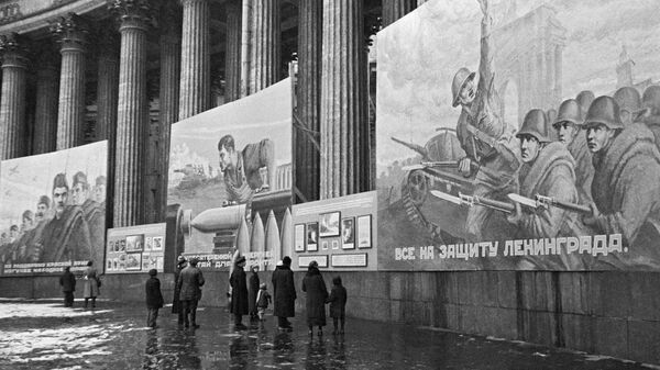 Блокада Ленинграда. Плакаты на Казанском соборе