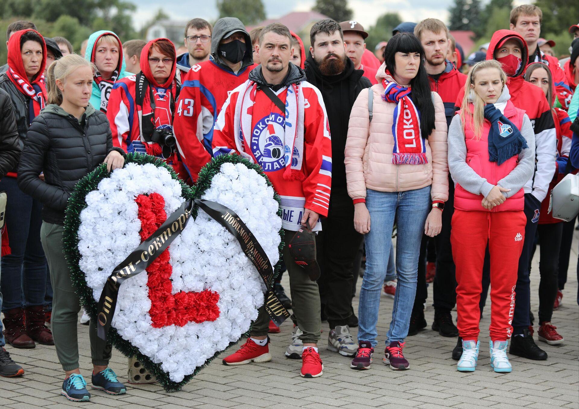 Церемония, посвященная памяти погибших членов команды Локомотив (Ярославль) 7 сентября 2011 года - РИА Новости, 1920, 07.09.2021