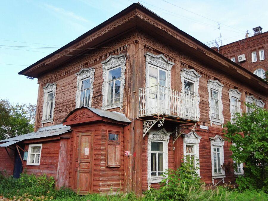Улица Дзержинского, жилой дом (19 век)