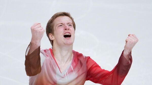 Александр Самарин выступает с произвольной программой в мужском одиночном катании на контрольных прокатах сборной России по фигурному катанию в Челябинске.