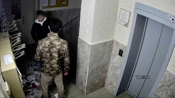 Задержан мужчина, угрожавший подростку ножом. Кадры МВД