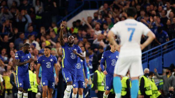 Нападающий Челси Ромелу Лукаку празднует гол в матче с Зенитом