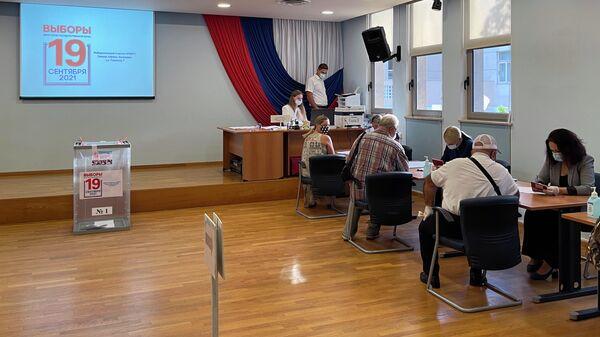 Голосование на выборах депутатов Государственной Думы РФ на избирательном участке в Афинах, Греция