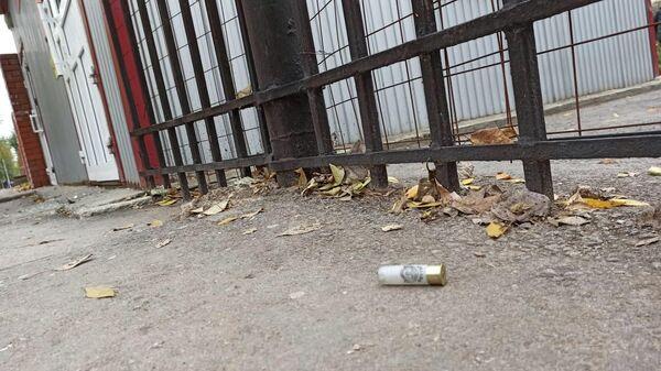 Гильза у ворот Пермского государственного университета
