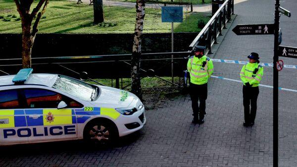 Полицейское оцепление в Солсбери на месте, где были обнаружены в тяжелом состоянии Сергей Скрипаль и его дочь