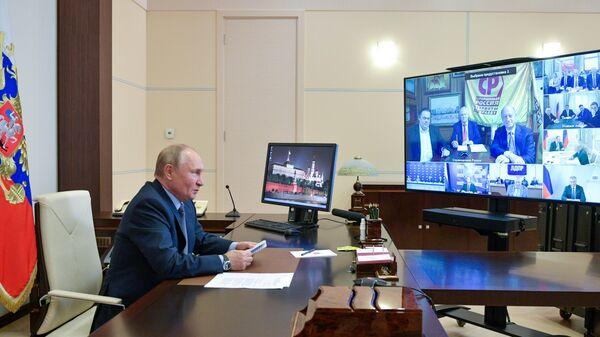 Президент РФ Владимир Путин проводит в режиме видеоконференции встречу с руководством политических партий, прошедших по итогам выборов в Государственную Думу РФ восьмого созыва