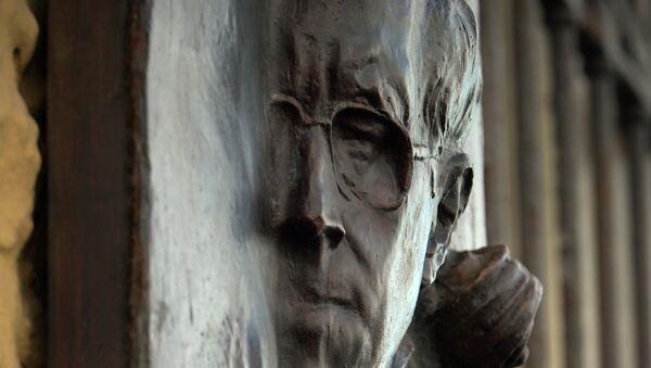 Церемония открытия мемориальной доски Мстиславу Ростроповичу