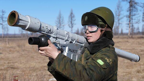 Военнослужащий на учениях войск противовоздушной обороны. Архивное фото