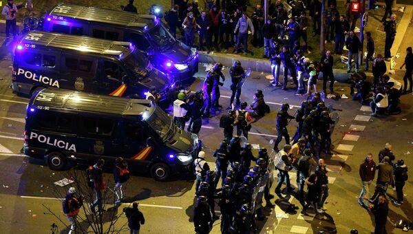Столкновения демонстрантов и полицейских в Мадриде. Фото с места событий