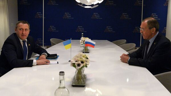 Министр иностранных дел РФ Сергей Лавров (справа) и исполняющий обязанности главы МИД Украины Андрей Дещица, архивное фото