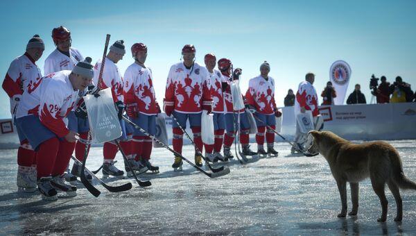 Выставочный матч Ночной Хоккейной Лиги на льду озера Байкал. Архивное фото