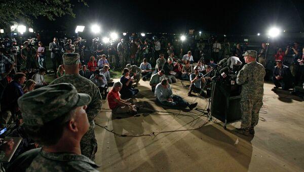Генерал-лейтенант Марк Милли во время пресс-конференции о стрельбе на военной базе Форт-Худ в Техасе