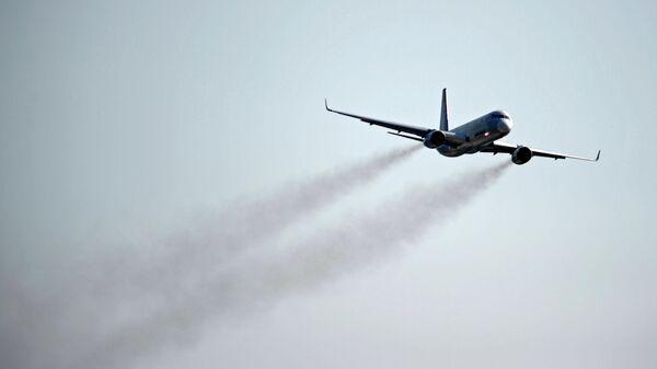 Самолет ТУ-204СМ, архивное фото