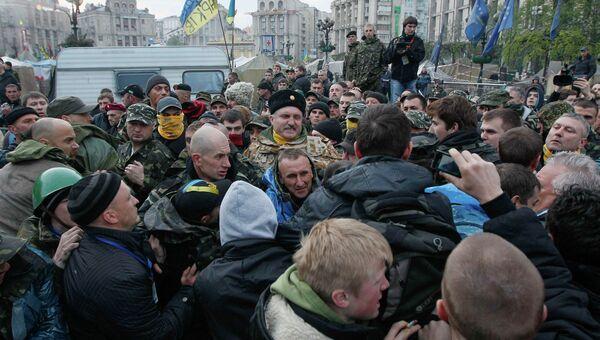 Протестующие в центре Киева, 14 апреля 2014