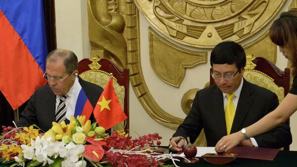 Министр иностранных дел России Сергей Лавров (слева) и Министр иностранных дел Фам Бинь Минь. Архивное фото