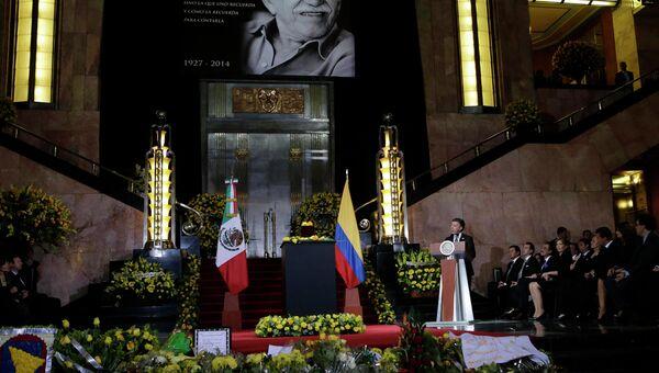 Президент Колумбии Хуан Мануэль Сантос на прощании с прахом Габриэля Гарсиа Маркеса