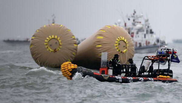 Спасательная операция на месте затопления пассажирского судна Севол в Южной Корее