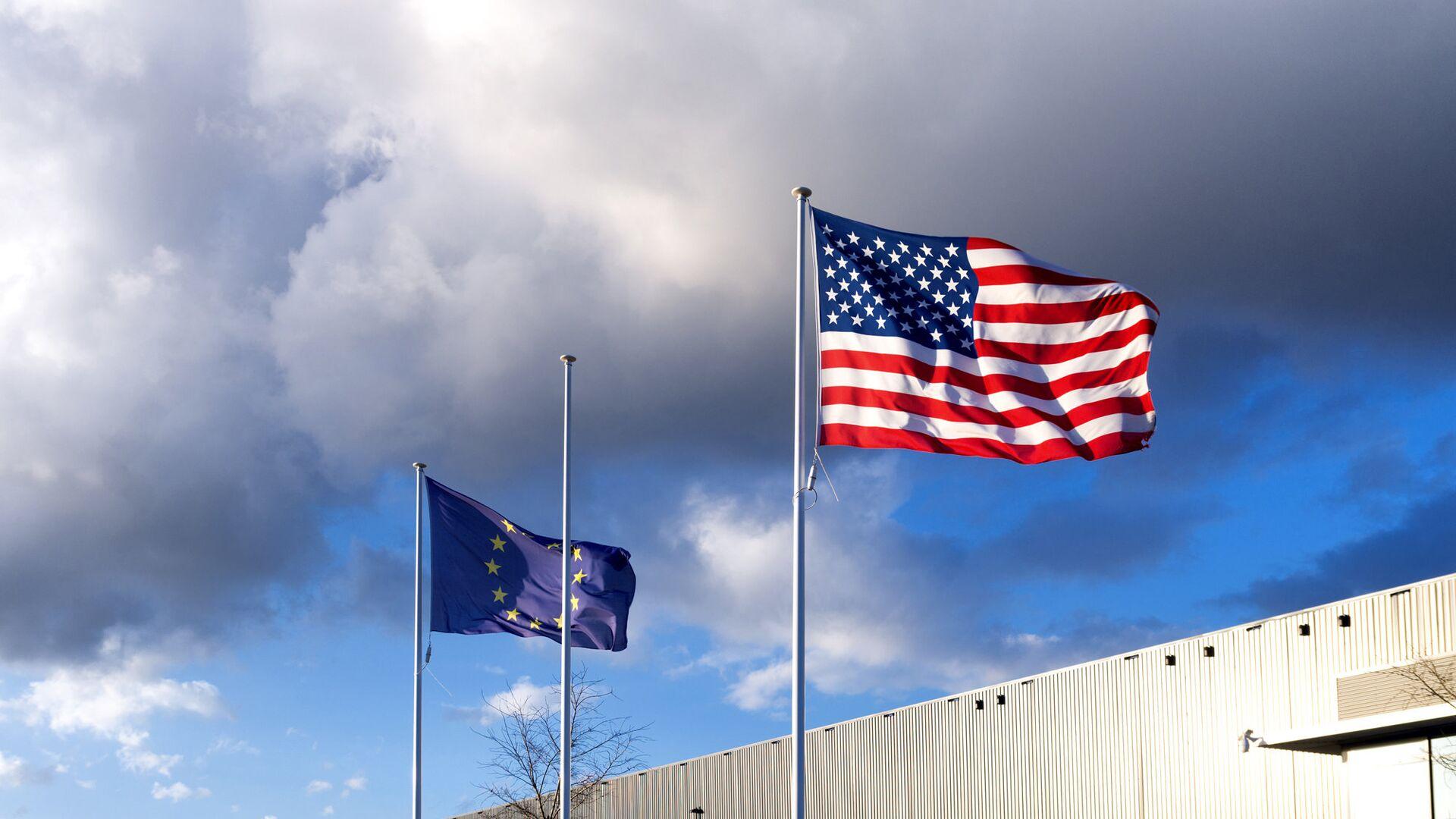 Флаги США и Евросоюза - РИА Новости, 1920, 17.11.2020