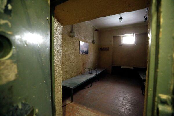 Камера заключения в музее КГБ в Риге