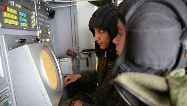Военнослужащие во время занятий в учебном центре войск противовоздушной обороны. Архивное фото
