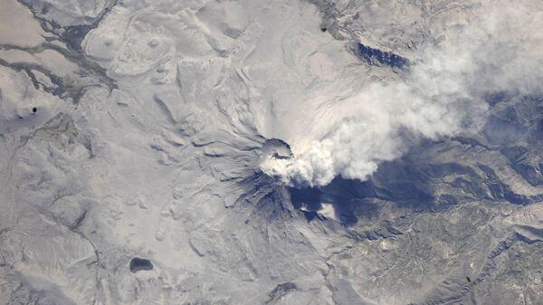Вид из космоса на вулкан Убинас, Перу