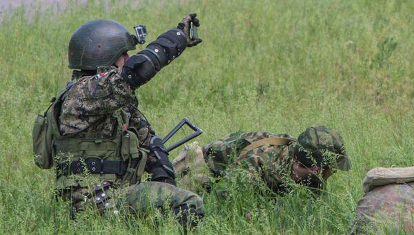 Бойцы народного ополчения Донбасса участвуют в боевых действиях на окраине Славянска