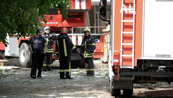 Пожарные на месте взрыва бытового газа в доме. Архивное фото.