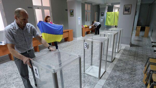 Подготовка избирательных участков. Архивное фото