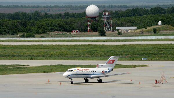 Вид с крыши на Международный аэропорт Донецка. Архивное фото