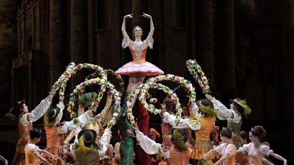 Светлана Захарова в сцене из балета П.И. Чайковского Спящая красавица в постановке Юрия Григоровича в Большом театре