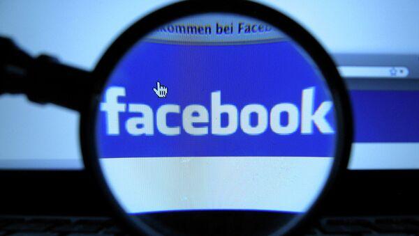 Логотип социальной сети Facebook, Архивное фото