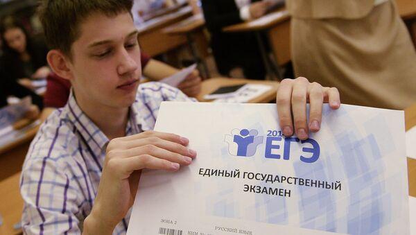 Сдача ЕГЭ по русскому языку в Москве. Архивное фото
