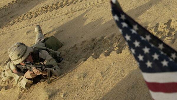 Американский солдат в пустыне. Архивное фото