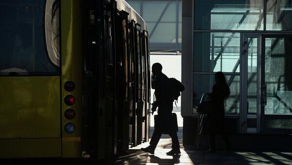 Пассажир в аэропорту Толмачево в Новосибирске. Архивное фото