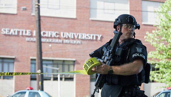 На месте стрельбы в студенческом городке Сиэтлского университета в Вашингтоне