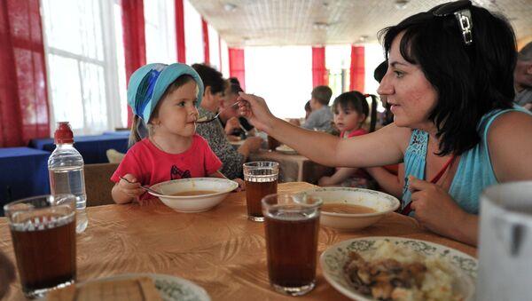 Украинские беженцы в оздоровительном центре Дмитриадовский в Ростовской области. Архивное фото