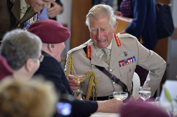 Британский принц Чарльз с ветеранами ВОВ на мероприятии по случаю 70-летия высадки союзников в Нормандии