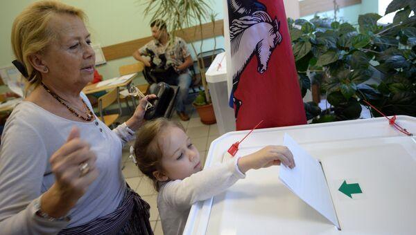 Горожане голосуют на выборах в Московскую городскую думу. Архивное фото