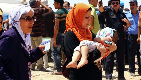 Жители Мосула бегут от насилия. На контрольно-пропускном пункте на окраине Арбиль, Ирак